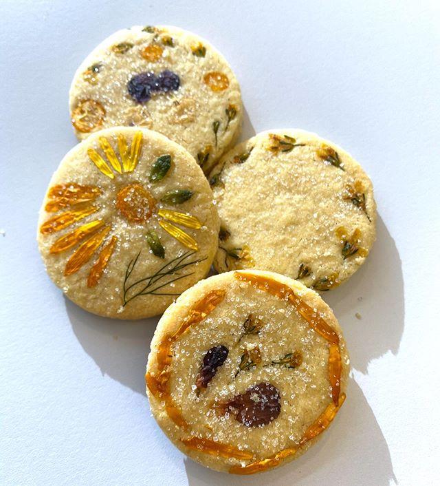 Biscuits aux fleurs comestibles de Lizookies