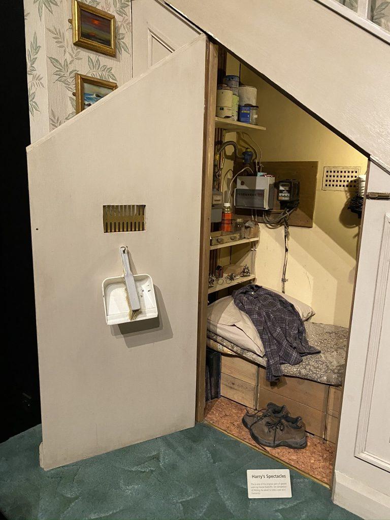 chambre harry potter sous escalier