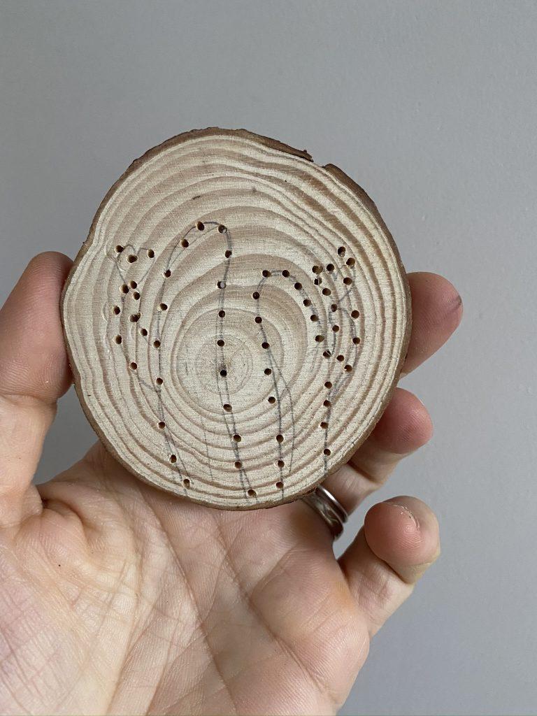 broderie sur bois