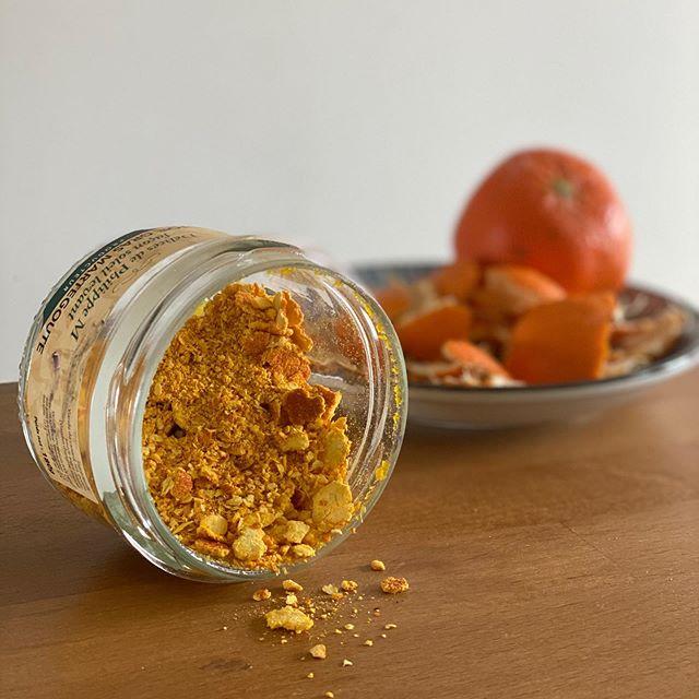 Poudre de peau d'orange pour parfumer les gâteaux