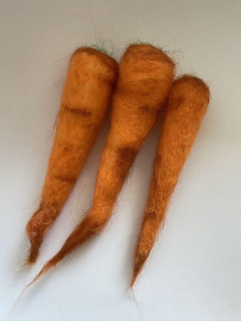 Carottes en laine cardée