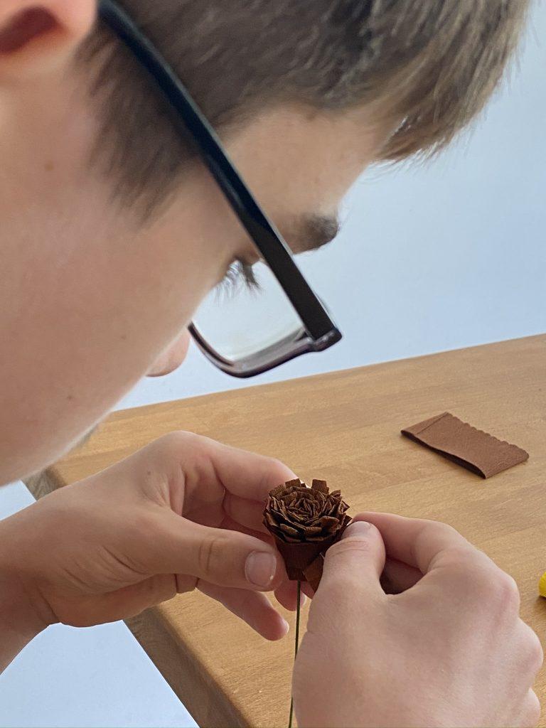 fabriquer un tournesol en papier crépon