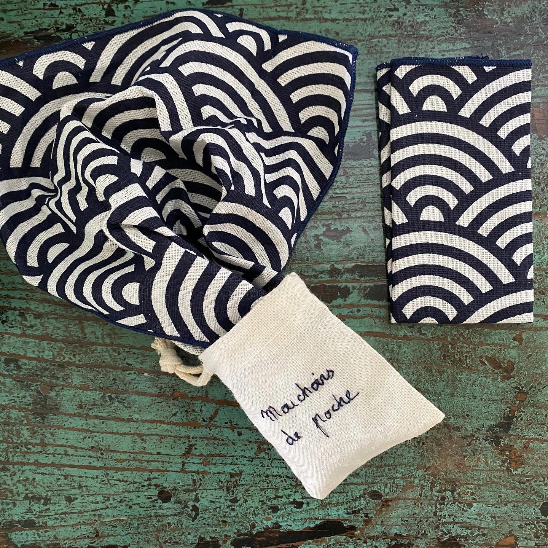 Pochette brodée de mouchoirs en tissu