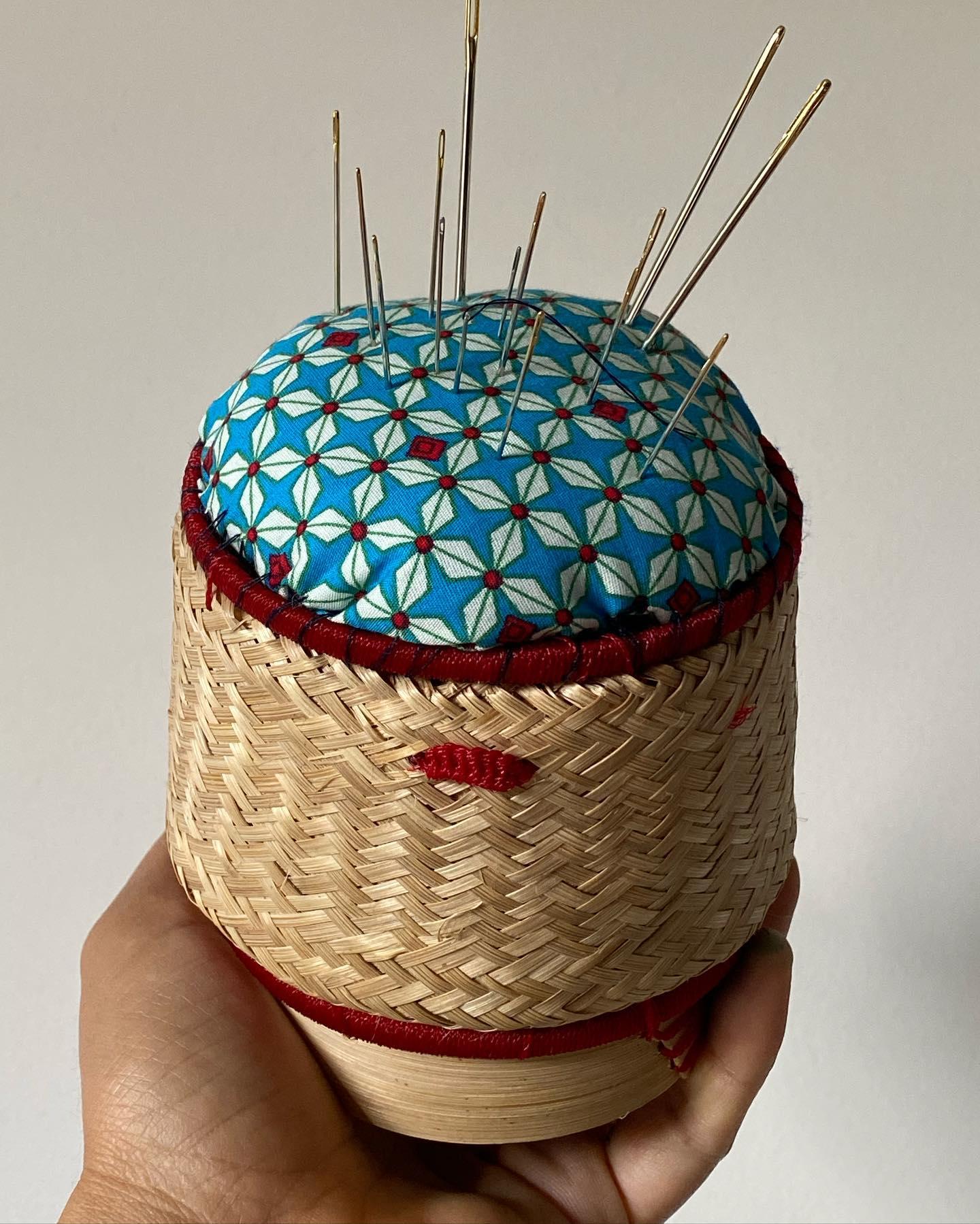 Coussin à épingle et mini kit de couture