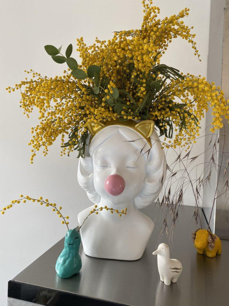 mimosa dans joli vase bublle gum