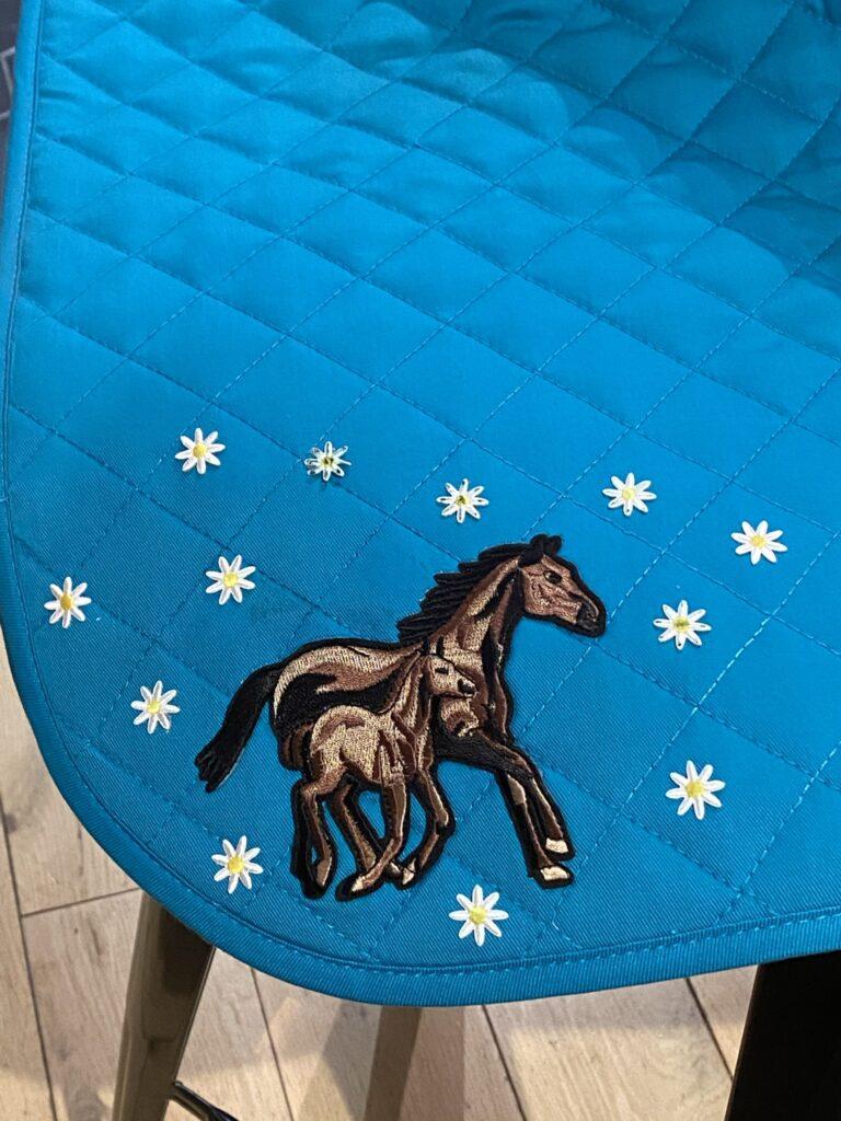 tapis de cheval brodé facile