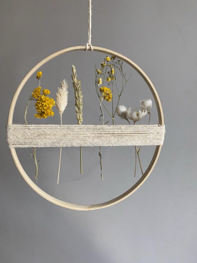 cercle fleur sechée ficelle