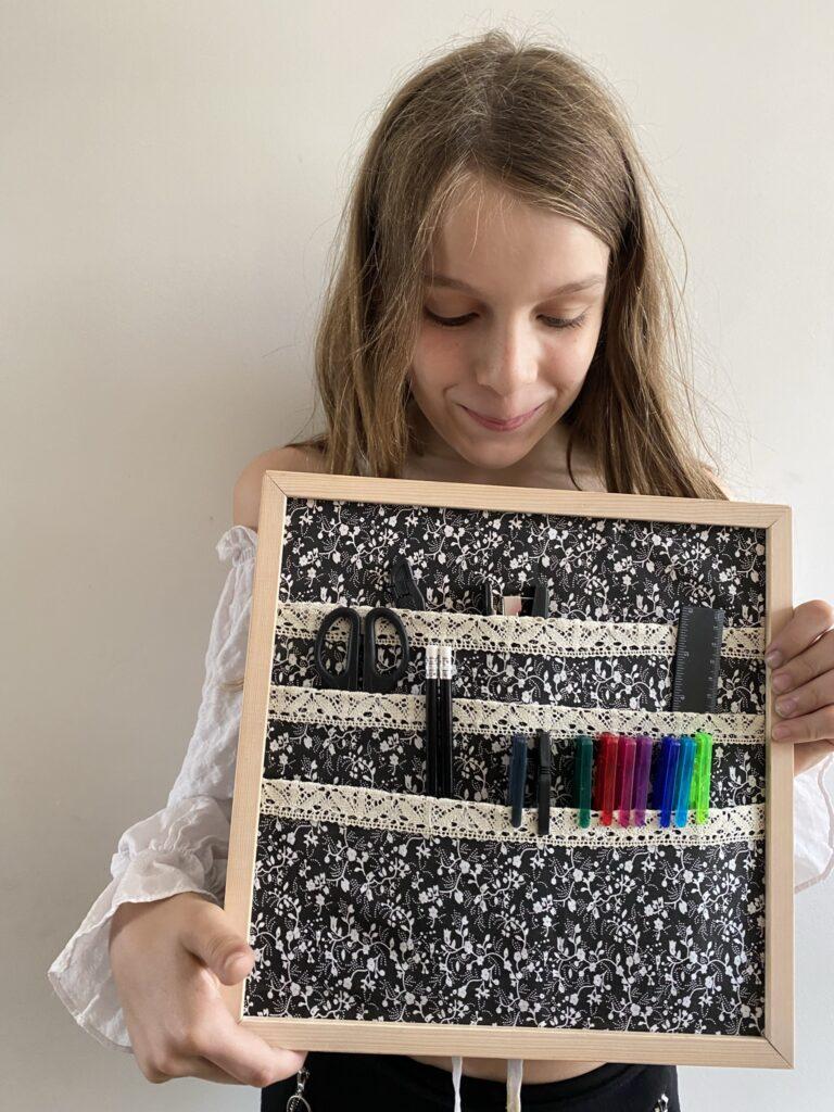 cadeau de fin d'année des maitresses cadre photo transformé en rangement de bureau
