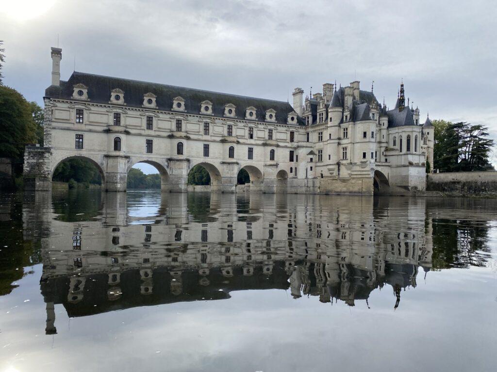 château de chenonceau sur le cher en canoe