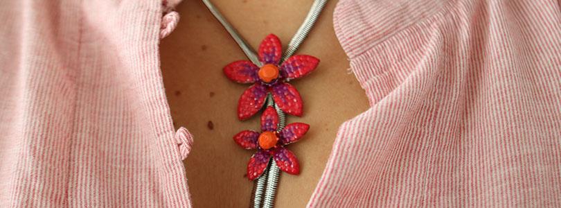 Customiser un bijou au vernis à ongle
