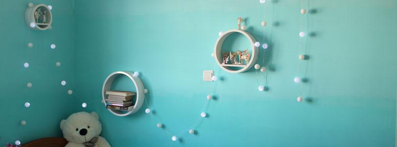 Guirlande lumineuse en balles de ping pong ciloubidouille for Guirlande pour chambre bebe