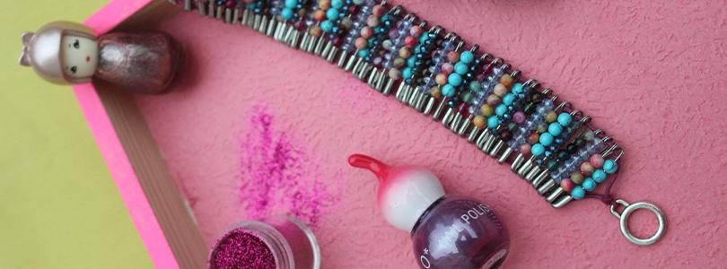 Bracelet en épingles à nourrice et perles
